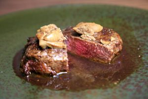 牛フィレ肉とフォアグラのポワレ